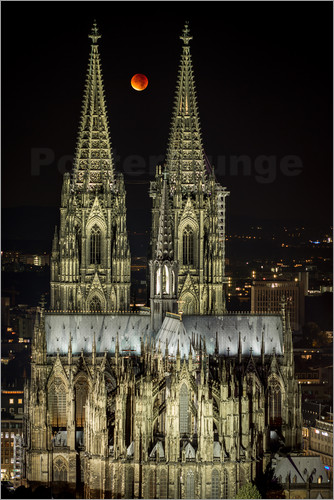 Poster Blood moon shines over Cologne Cathedral