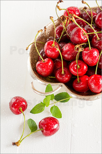 Edith Albuschat - A bowl of delicious cherries
