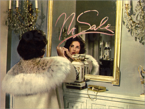 Poster Elizabeth Taylor in front of a mirror