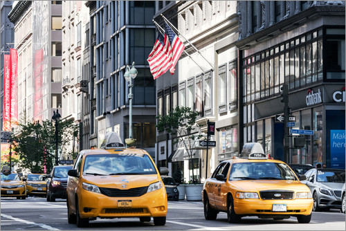 Matteo Colombo - Yellow cabs (taxis) on the 5th avenue, New York city, USA