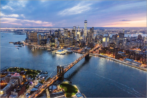 Matteo Colombo - Aerial view of Brooklyn bridge and lower Manhattan, New York, USA