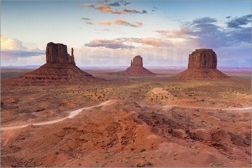 Chris Hepburn - Monument Valley at dusk