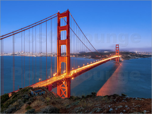 Poster Night shot of the Golden Gate Bridge in San Francisco California, USA