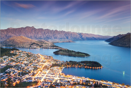 Matteo Colombo - Queenstown illuminated at dusk and lake Wakatipu, Otago, New Zealand
