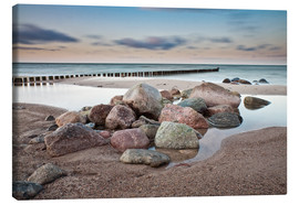 Canvas  Stones and groynes on shore of the Baltic Sea. - Rico Ködder