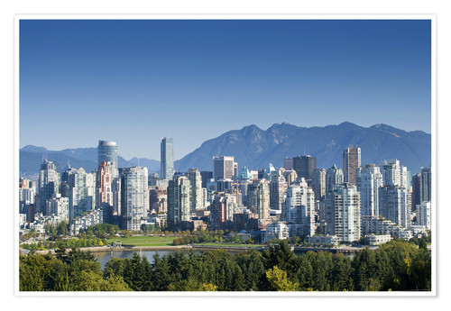 Premium poster Skyline of Vancouver with mountains on the horizon