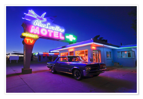 Premium poster The famous Blue Swallow Motel in Tucumcari at night