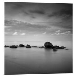 Acrylic print  Stones on the sea beach - black and white - Frank Herrmann