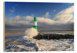 Wood print  Green lighthouse in the surf III - Thomas Deter