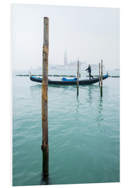 Foam board print  Gondolier with his gondola on the water in Venice in fog - Jan Christopher Becke
