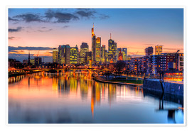 Premium poster Frankfurt skyline at sunset reflected in the Main