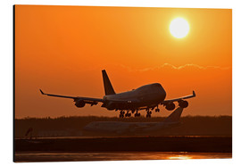 Aluminium print  Landing a Beoing B747-400 in the sunset - HADYPHOTO