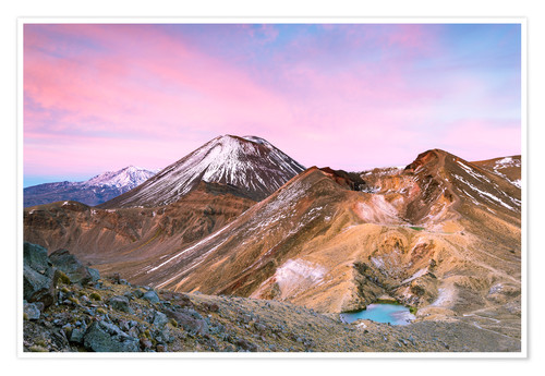 Premium poster Awesome sunrise on Mount Ngauruhoe and red crater, Tongariro crossing, New Zealand