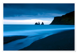 Premium poster Twilight view towards rock stacks at Reynisdrangar off the coast at Vik, South Iceland, Iceland, Pol