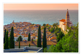Poster  Old Town view with Church of St. George (Cerkev sv. Jurija), Piran, Primorska, Slovenian Istria, Slo - Alan Copson