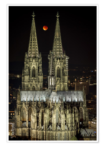 Premium poster Blood moon shines over Cologne Cathedral