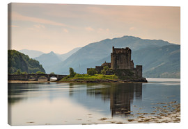 Canvas  Eilean Donan Castle, Scotland - Circumnavigation