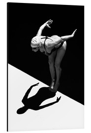 Aluminium print  A woman jumps into the water I - Ben Welsh