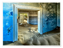 Poster  Sand in the premises of an abandoned house - Robert Postma