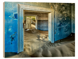 Wood print  Sand in the premises of an abandoned house - Robert Postma