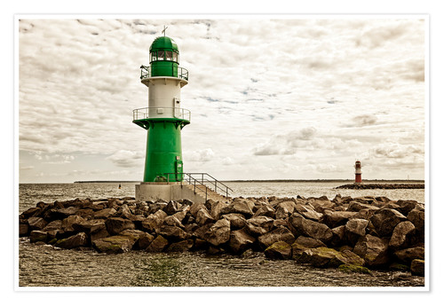 Premium poster Green and red lighthouse at the harbor entrance of Warnemünde