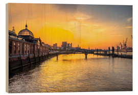 Wood print  Hamburg - historic fish market at dawn