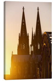 Canvas  Sunset behind the Cologne Cathedral