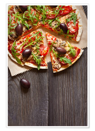 Premium poster Sliced pizza with mushrooms and arugula