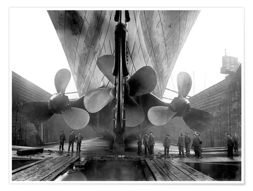 Premium poster Shipyard workers with the Titanic