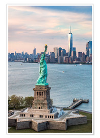 Premium poster  Statue of Liberty and One World Trade Center - Matteo Colombo