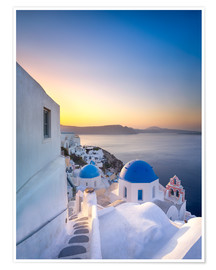 Premium poster Sunrise over the blue roofs of Santorini