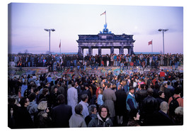 Canvas  Berliners from East and West celebrating the opening of the border at the Berlin Wall