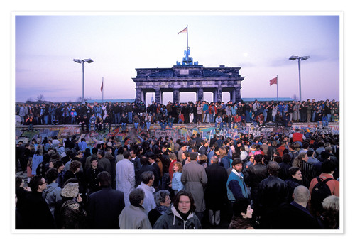 Premium poster Berliners celebrate the opening of the border