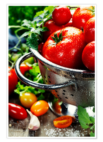 Premium poster Tomatoes in the sieve