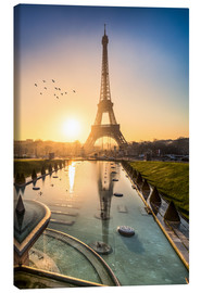 Canvas  Romantic sunrise at the Eiffel Tower in Paris, France - Jan Christopher Becke