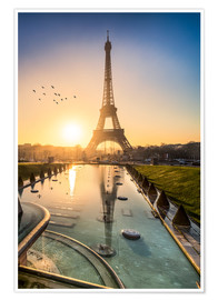 Premium poster Romantic sunrise at the Eiffel Tower in Paris, France