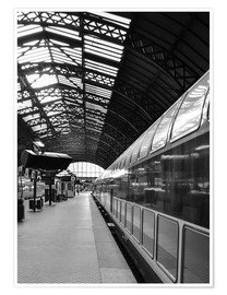 Premium poster Train station in black and white