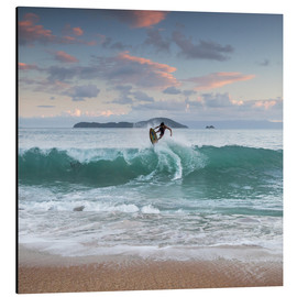Aluminium print  Surfing at sunset in paradise - Alex Saberi
