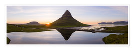 Premium poster Midnight sun at Kirkjufell mountain, Iceland