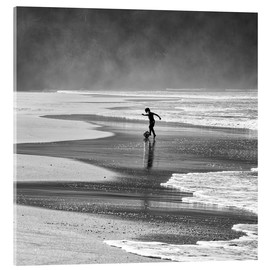 Acrylic print  Brazilian boy playing football on beach - Alex Saberi