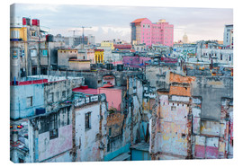 Canvas  Authentic view of a street of Old Havana