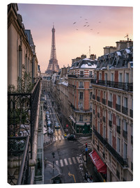 Canvas  Street in Paris with Eiffel tower at sunset - Jan Christopher Becke