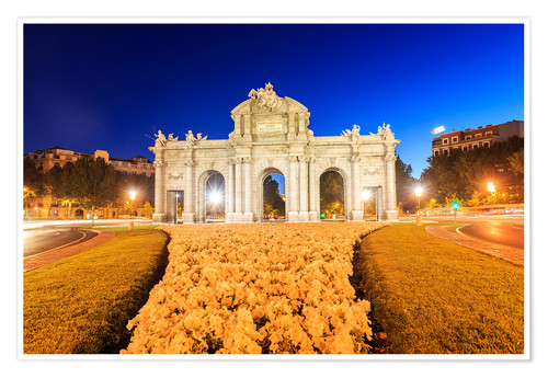 Premium poster Night view of the Puerta de Alcala
