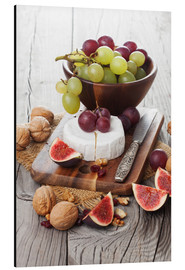 Aluminium print  Camembert cheese with figs, nuts and grapes