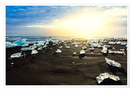 Premium poster Icebergs on a black beach